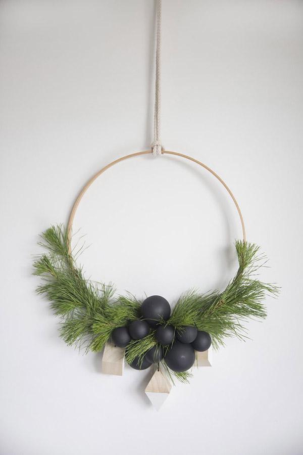 4 Christmas Trends 2015-Half wreath-Eclectic Trends
