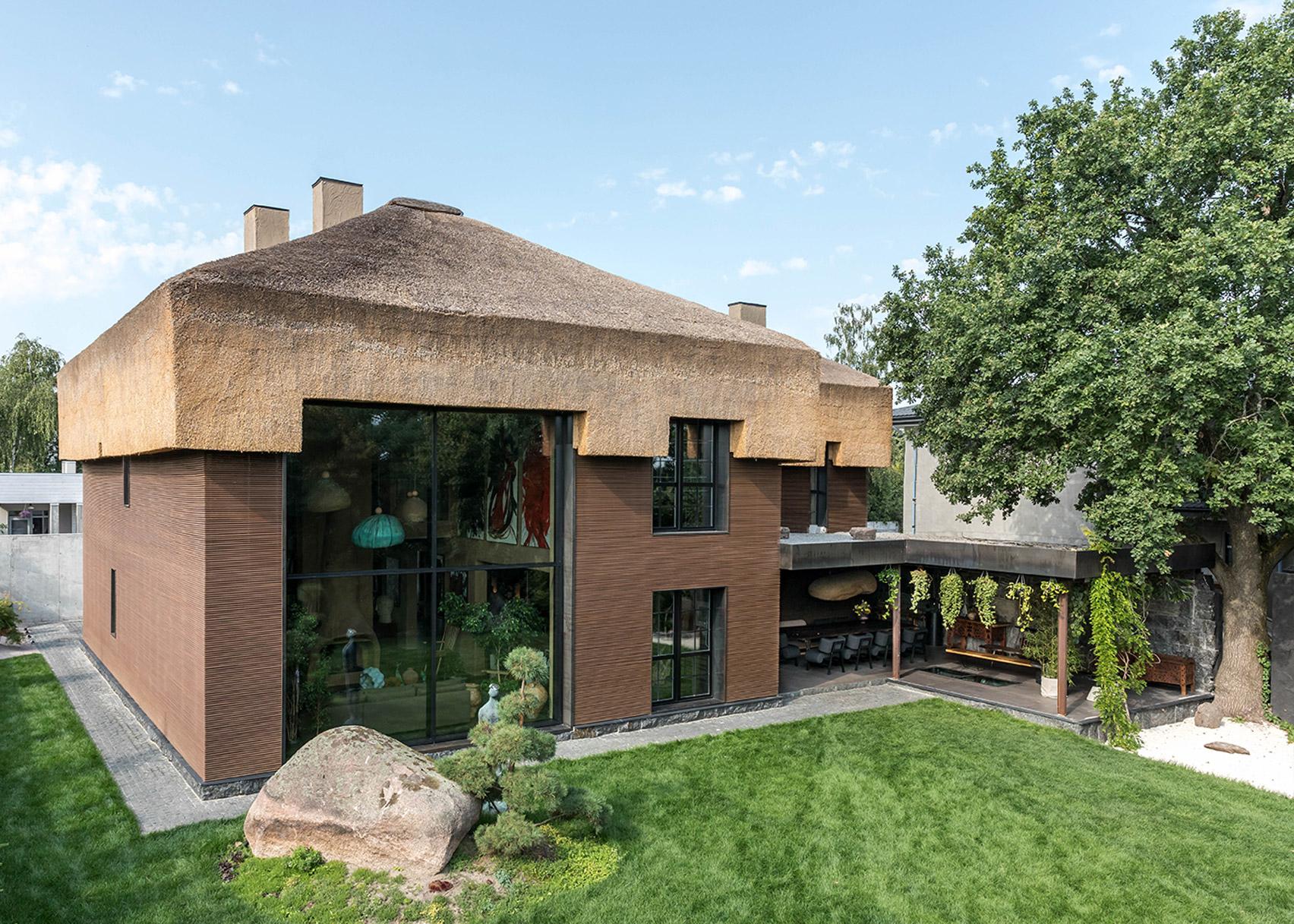 Fluid-shapes-in Sergey-Makhnos'-home